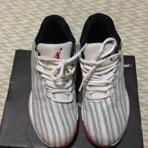 Jordan b. Fly BG size 4 sneakers